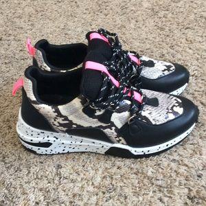 💕Madden Girl Snakeskin sneakers 💕